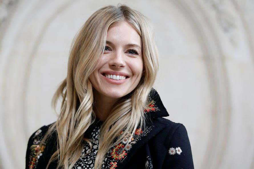 Viileä blondi imartelee viileään taittavaa ihonsävyä. Kuvassa näyttelijä Sienna Miller.