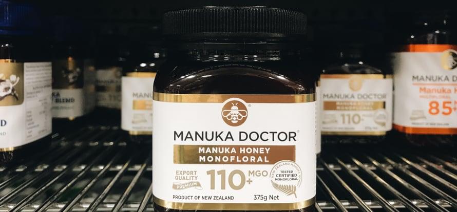 Manukakokemukseni ovat täysin henkilökohtaisia, enkä pysty lupaamaan, että tämä uusiseelantilainen hunaja nitistäisi kaikkien flunssan.