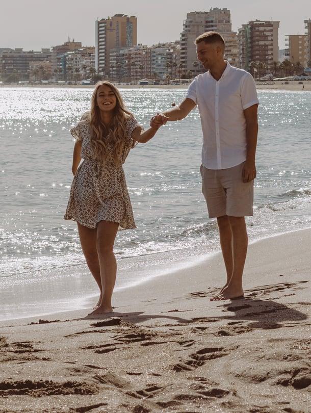 Sarah ja Kevin nauttivat nyt auringonpaisteesta suomalaisten rakastamassa Fuengirolassa.