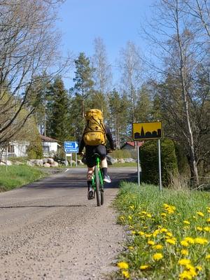 Tenhola on vilkas kylä lähellä Tammisaarta.