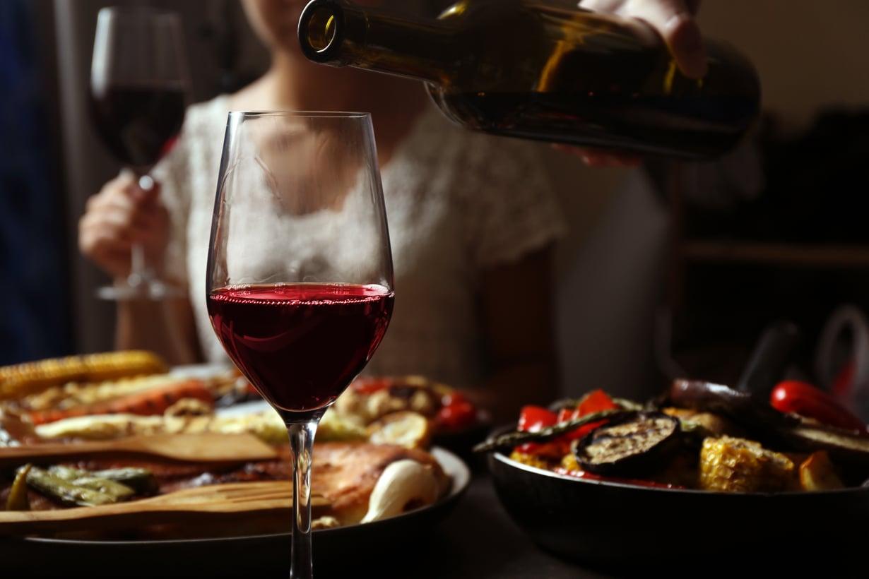 Välimeren ruokavalio ja eteläeurooppalainen juomakulttuuri tuo Pippa Laukan mukaan mielikuvan siitä, että viini on terveellistä. Kuva: Shutterstock