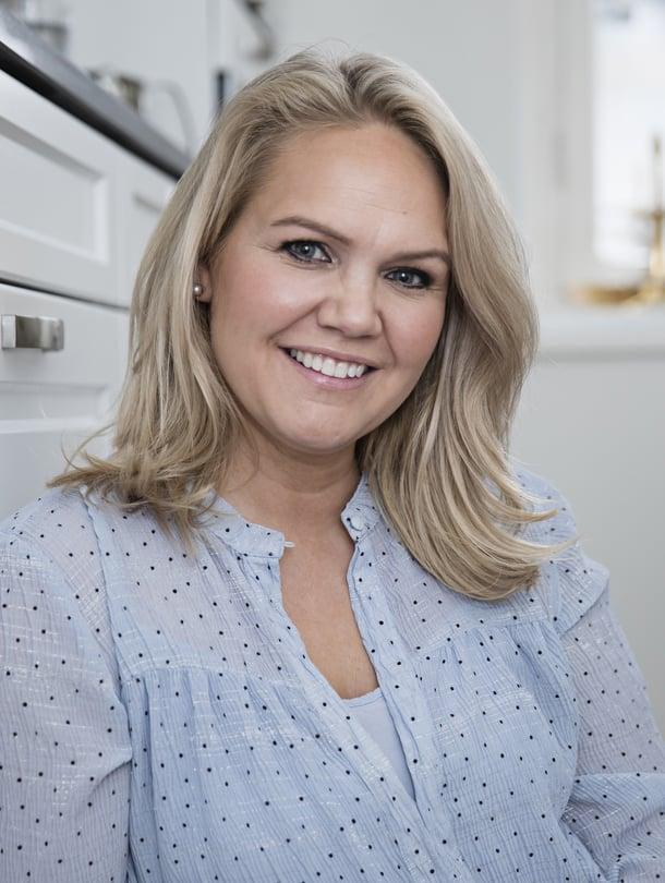 """Laura Andersson on ammatiltaan meikkaaja. """"Meikkaan aina samalla tavalla, ei väliä, onko arki tai juhla."""""""