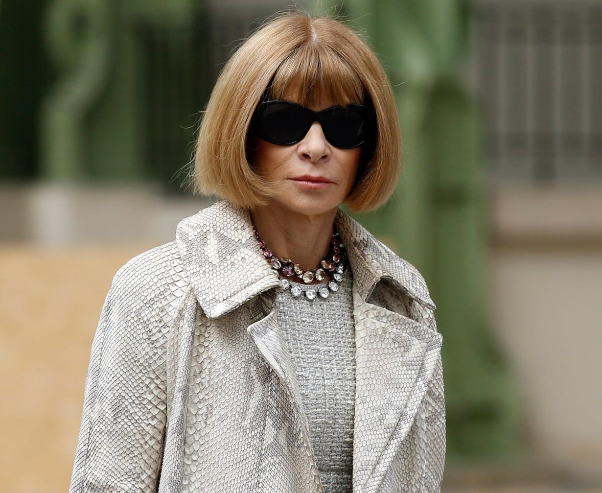 Anna Wintour katselee maailmaa Chanelin suurikokoisten aurinkolasien takaa. Kuva: Reuters