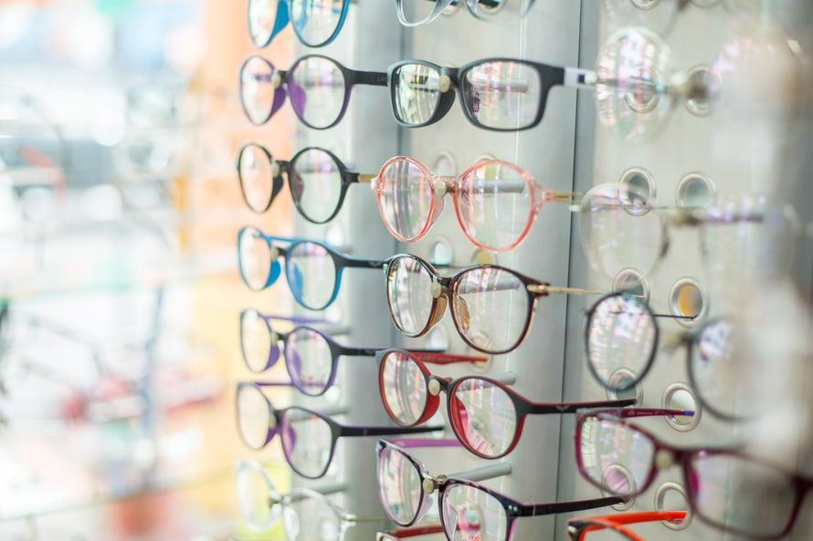 """Voi valinnan vaikeus! Tuttu tunne, kun pitäisi hankkia uudet pokat. Kuva: <span class=""""photographer"""">Shutterstock</span>"""