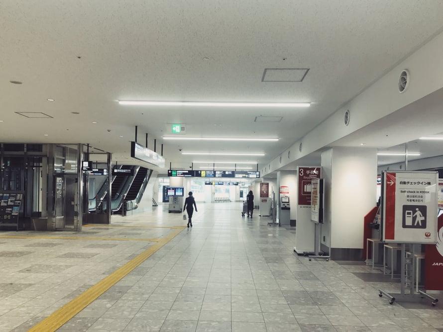 Tässä terminaalissa Fukuokassa olen jonottanut usein lähtöselvitykseen jopa tunnin. Mutta nyt ei ollut jonoja.
