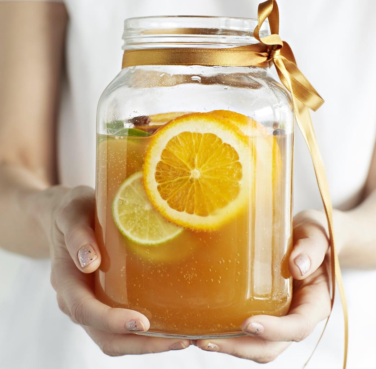 Vaihtelua kaipaava tekee tänä vappuna simansa appelsiineista. Kuva: Ninna Lindström