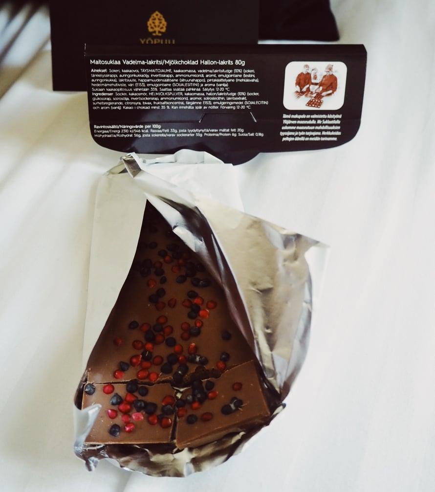 Toisessa paketissa olikin ihanaa suklaata.