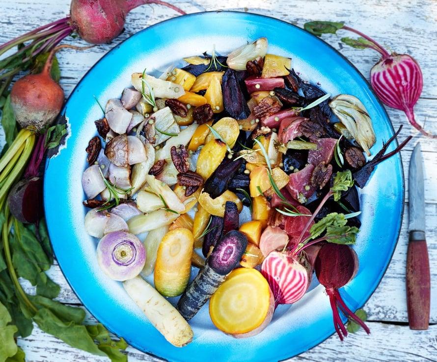 """Juureksista saa edullista ruokaa vuoden ympäri. Kuvan reseptin löydät jutun lopusta. Kuva: <span class=""""photographer"""">Ninna Lindström</span>"""