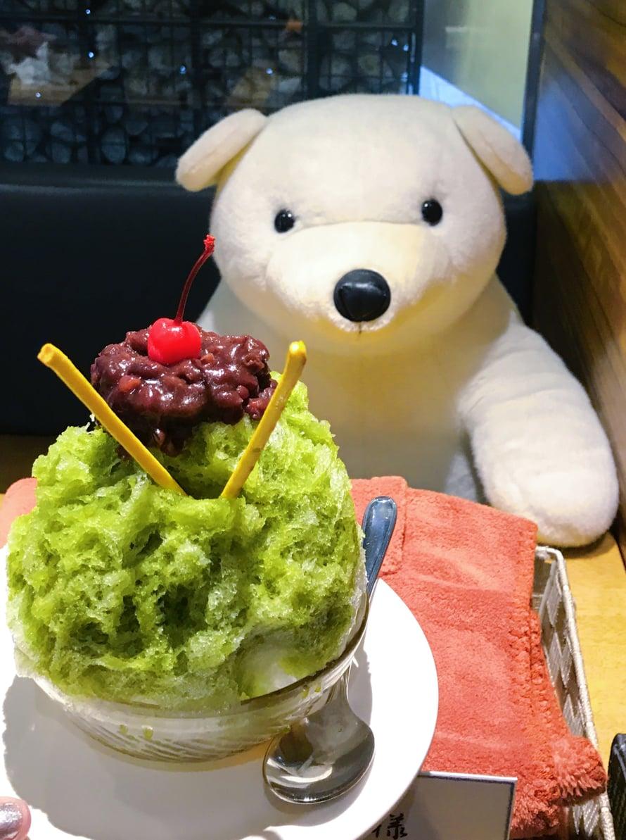 Kagoshiman kuuluisa jääkarhu ja jäästä tehty vihreä tee -jälkiruoka, shaved ice.