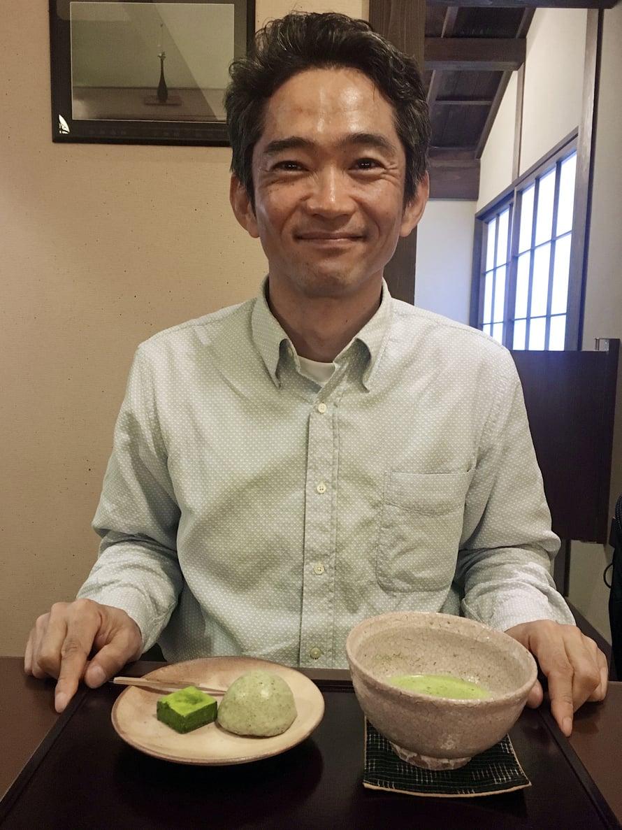 Yasu juo harvoin matchaa. Hänen valintansa arkisin on senchatee.