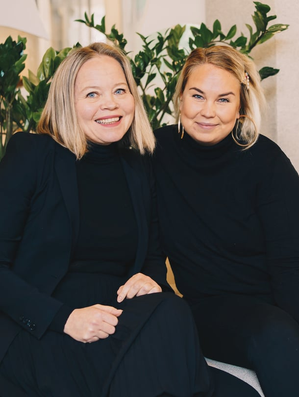 Pääkaupunkiseudun Säästöpankin varallisuudenhoidon johtaja Kaisa Alamäki ja Radio Suomipopin juontaja Tinni Wikström.