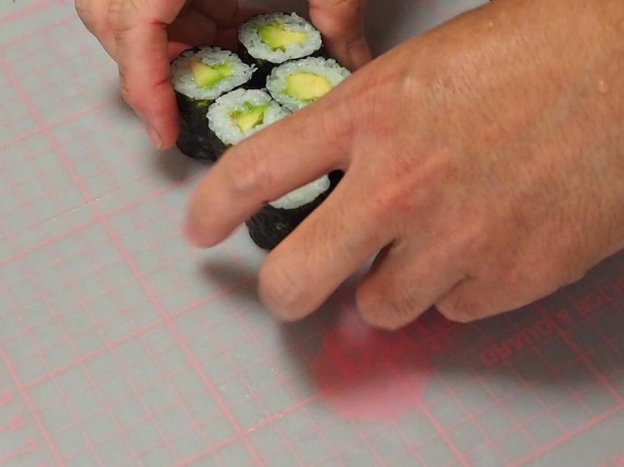 Kuusi pientä palaa, jotka voi syödä kätevästi sormin.
