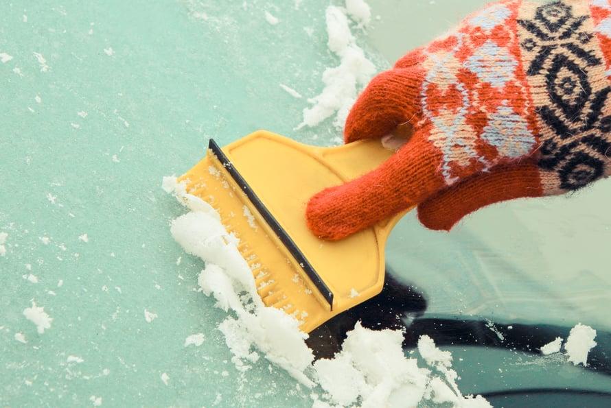 Sulaa, jäätyy, sulaa, jäätyy! Näillä säillä saa raaputtaa autonikkunaa alvariinsa.