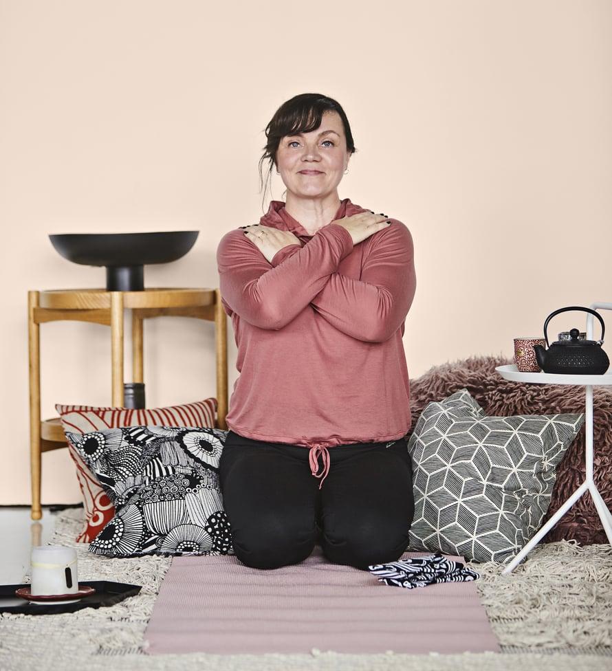 Supersuorittaja Ninni, 50, oppi kuuntelemaan kehoaan vakavan sairastumisen jälkeen. Hän opiskeli myös jomon-shindo-ohjaajaksi.