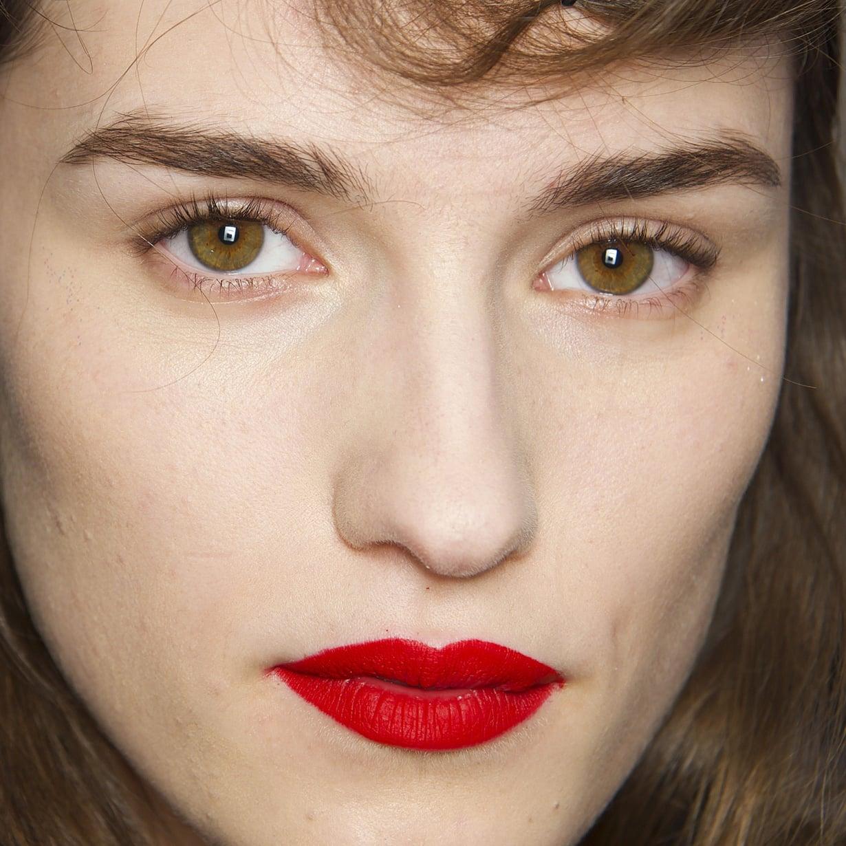 Tiukasti rajatut, matat huulet ovat nyt todella muodikkaat, joten mitä jos kokeillaan?