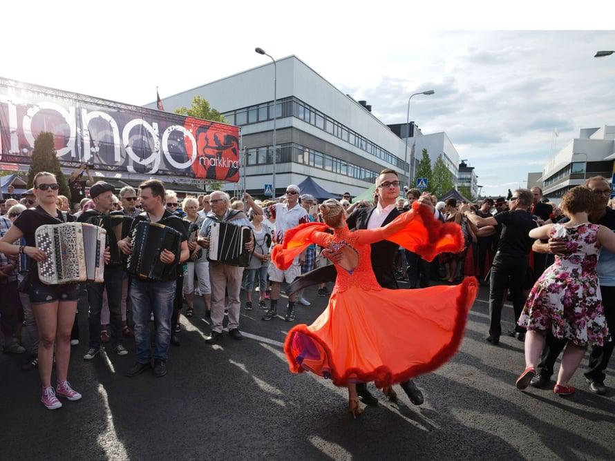 Kaikki pääsevät tanssimaan Tangomarkkinoilla.