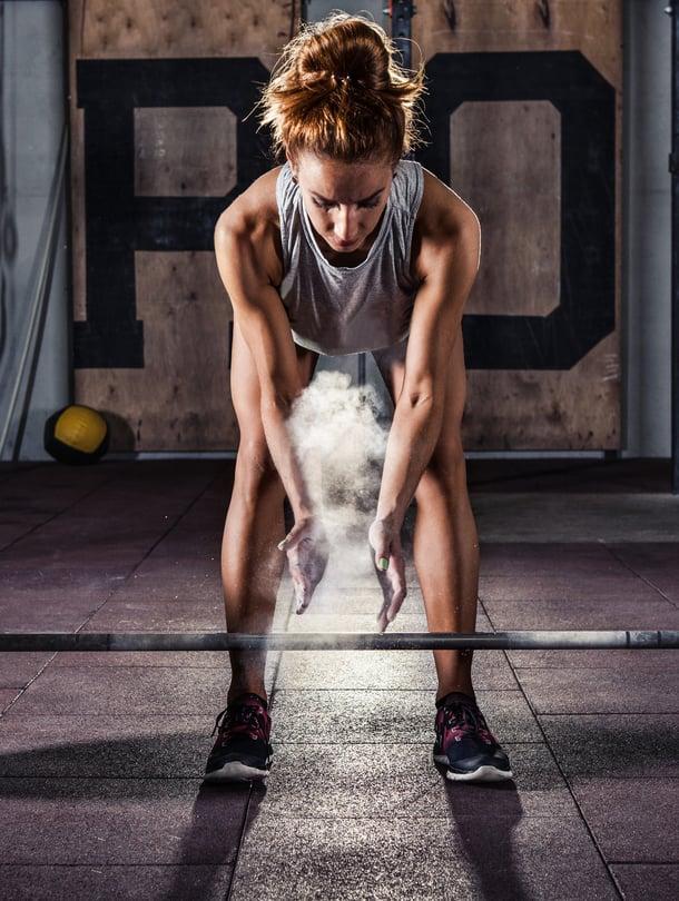 """Valakyykky vaatii olkapäiltä liikkuvuutta. Liikettä kannattaa treenata ensin jumppakepillä ja vasta sitten levytangon kanssa. Kuva: <span class=""""photographer"""">Shutterstock.</span>"""