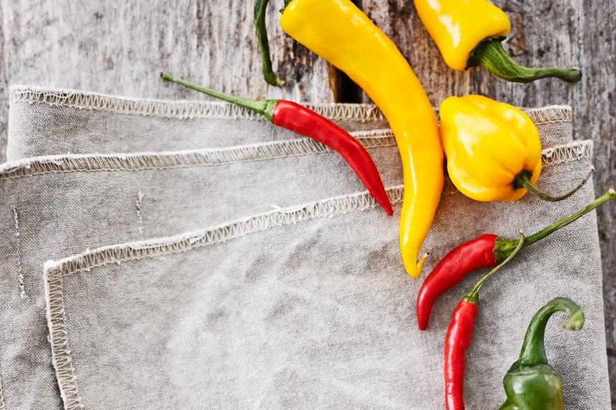 Chilejä myydään paitsi tuoreina myös kuivattuina hiutaleina ja jauheina, erilaisina maustetahnoina ja -kastikkeina.