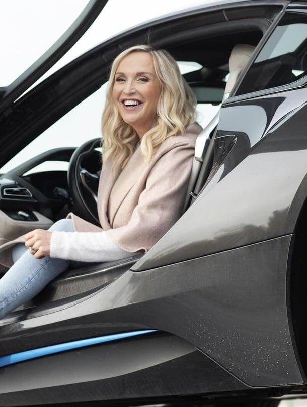 Jutta on autonainen. Sähköllä kulkevan BMW i8:n hän osti pari vuotta sitten noin 160 000 eurolla. Ei ekologisista syistä, vaan siksi,  että se on niin nätti.
