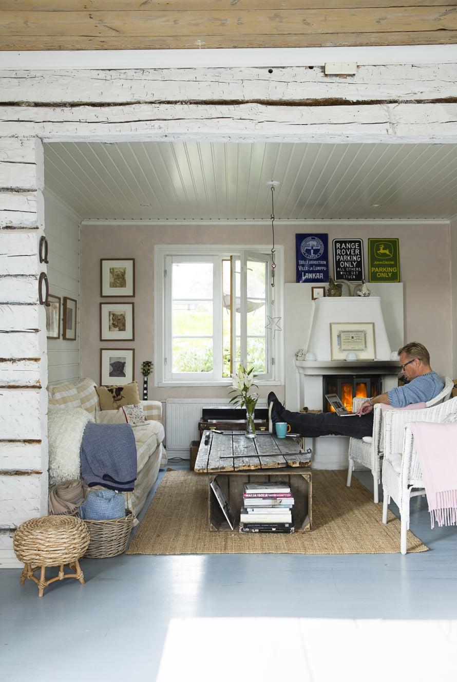 Petri Pesosen kodin vanhan varastohuoneen seinät avattiin ja saatiin paikka oleskeluhuoneelle.