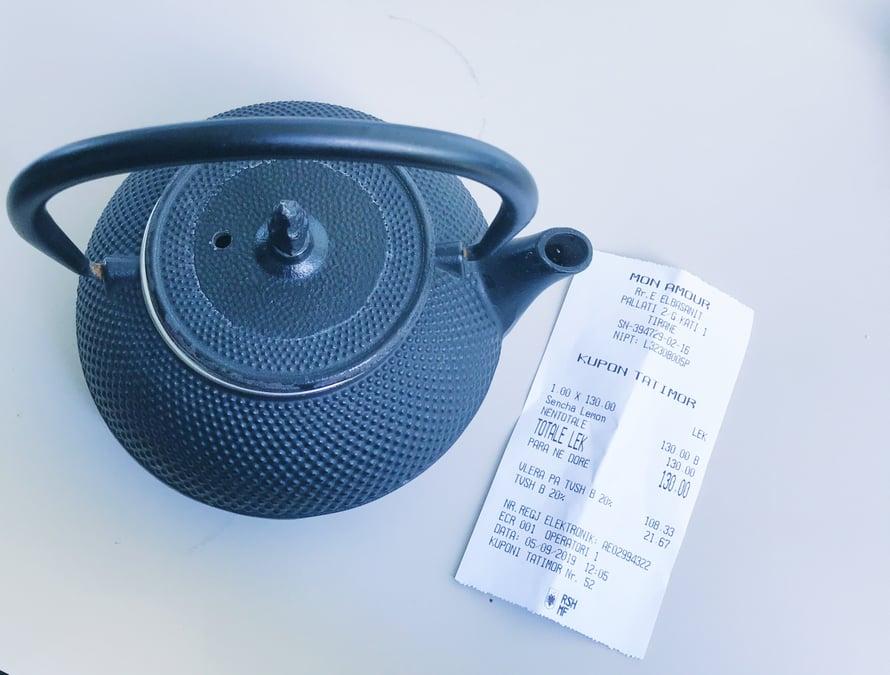 Laadukasta vihreää teetä kannullinen, noin euron.