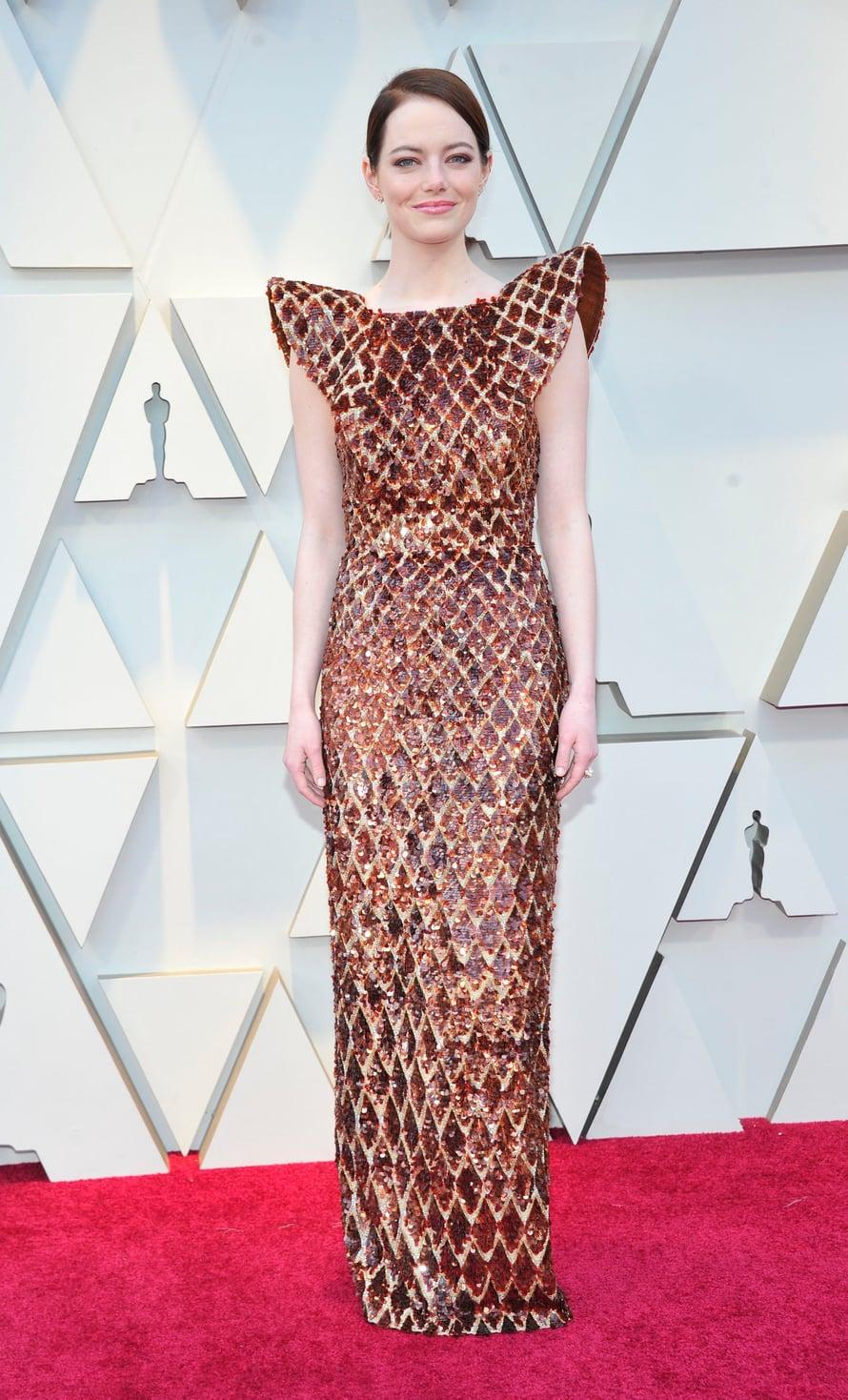 Oscar-voittaja Emma Stonen kullansävyinen Louis Vuittonin iltapuku ja hillityt korut toimivat.