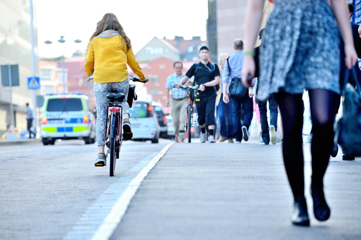 Kunnon työmatkapyöräilijä ei unohda kypärää. Kuva: Shutterstock