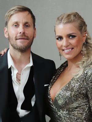 JVG:n Jare Brand tanssii Saana Akiolan kanssa Tanssii tähtien kanssa -ohjelmassa.