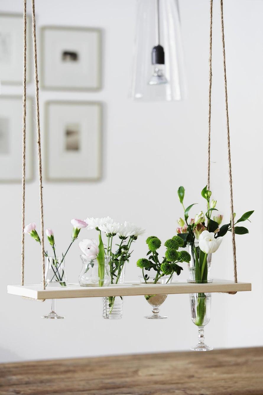 Kukkia ja laseja vaihdellen saat joka vuodenaikaan sopivan asetelman.