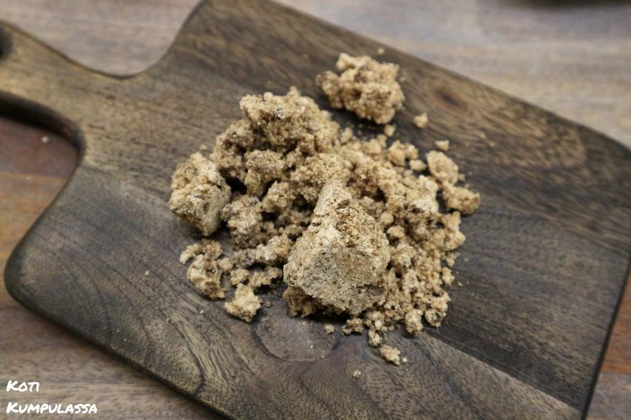 Afrikkalainen musta saippua on hellävarainen ja antiseptinen luonnontuote.