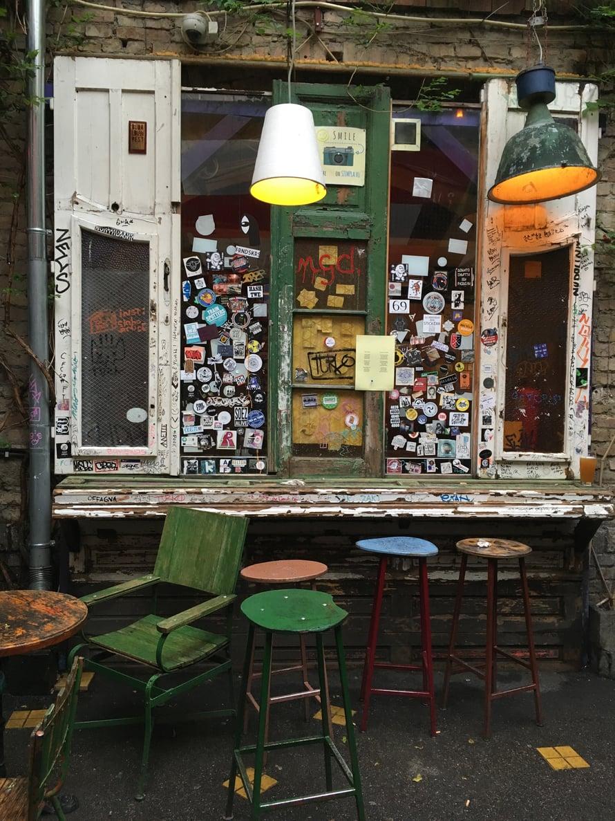 Szimpla Kert on Budapestin tunnetuin rauniobaari. KUVA: Emilia Kolari