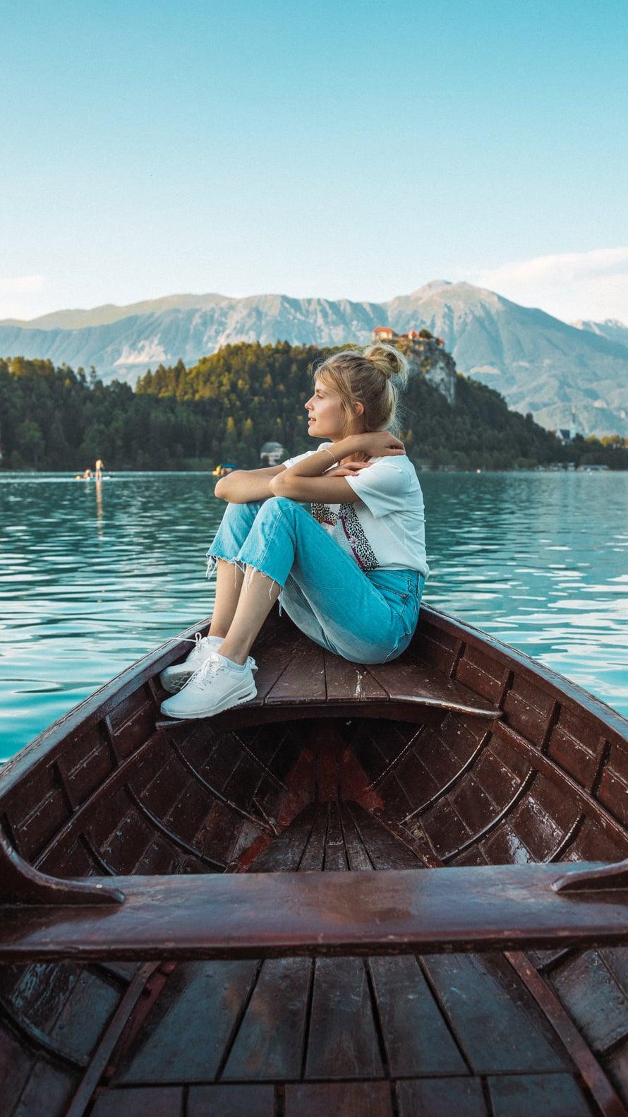 """Kuvamuisto Sloveniasta, Bled-järveltä. """"Olemme matkustajina erilaisia, mutta parhaimmillaan täydennämme toisiamme."""""""