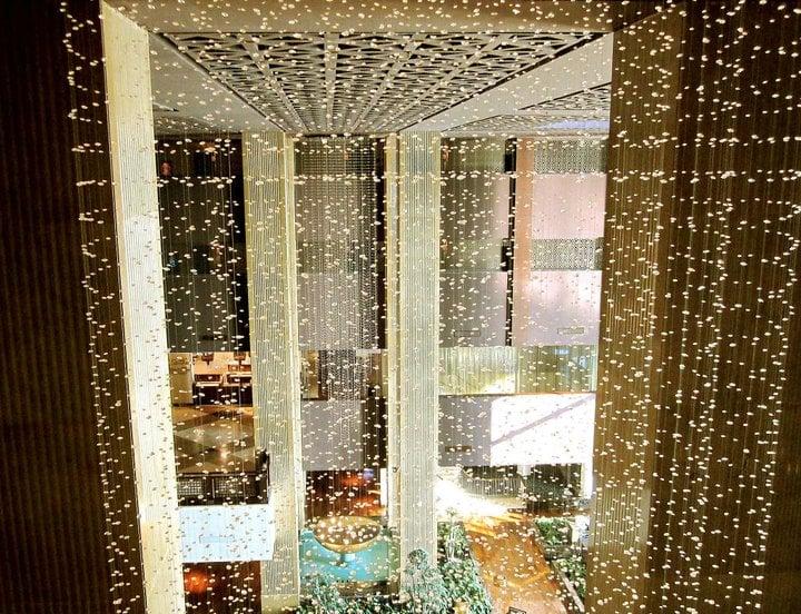 Dohan viiden tähden hotellissa oli paljon blingblingiä.
