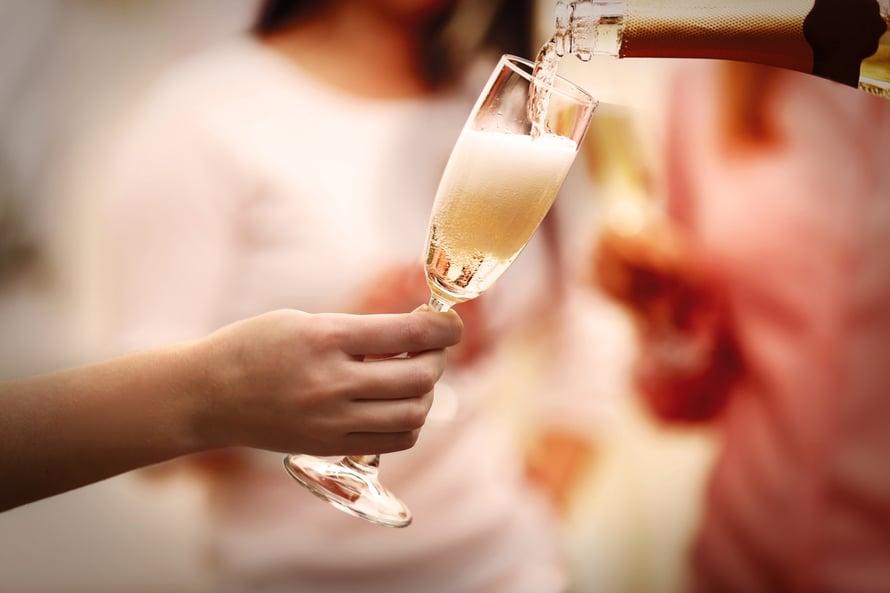 Skumppalasi, arjen luksusta vai pahinta tuhlausta? Kuva: Shutterstock