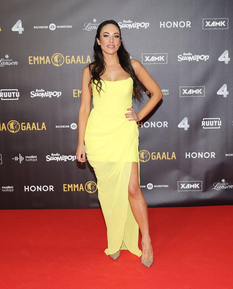 Janna Hurmerinnan mekko oli samaan aikaan sekä mini- että maksimittainen.