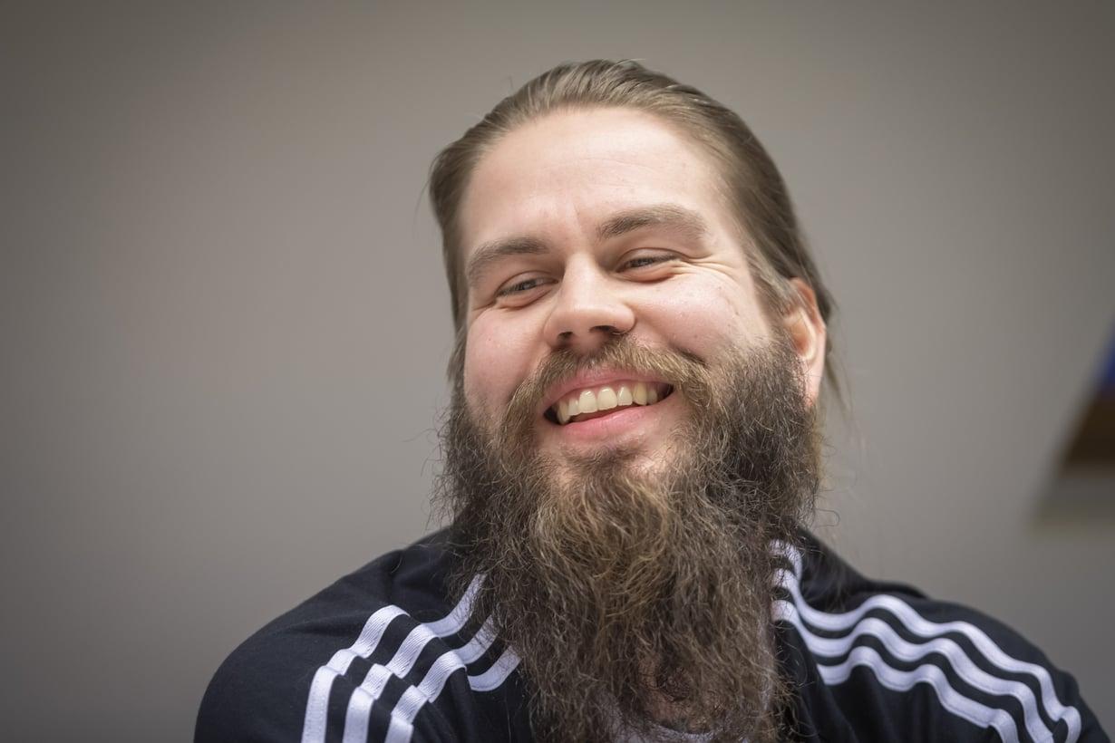 Sohvaperunoiden Juhani Koskisen kasvoja koristaa tuuhea parta. Häntä ei tässä visassa nähdä.