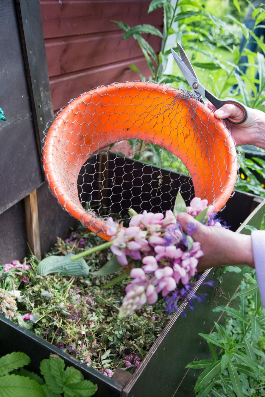 Kasvijätteet kompostoituvat hyvin, kun ne silppuaa pieniksi.