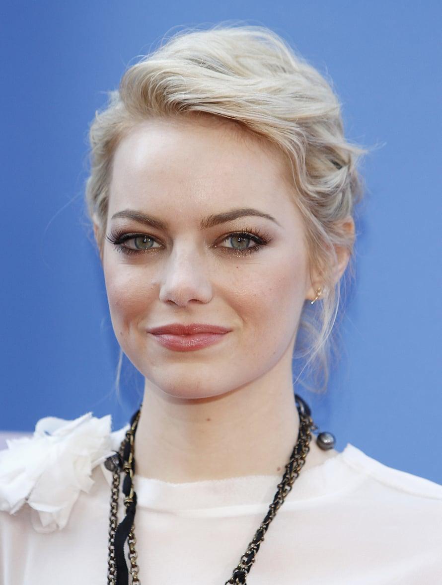 Näyttelijä Emma Stone on jo pitkään ollut punatukkainen, mutta muutama vuosi sitten hän rokkasi platinablondina.