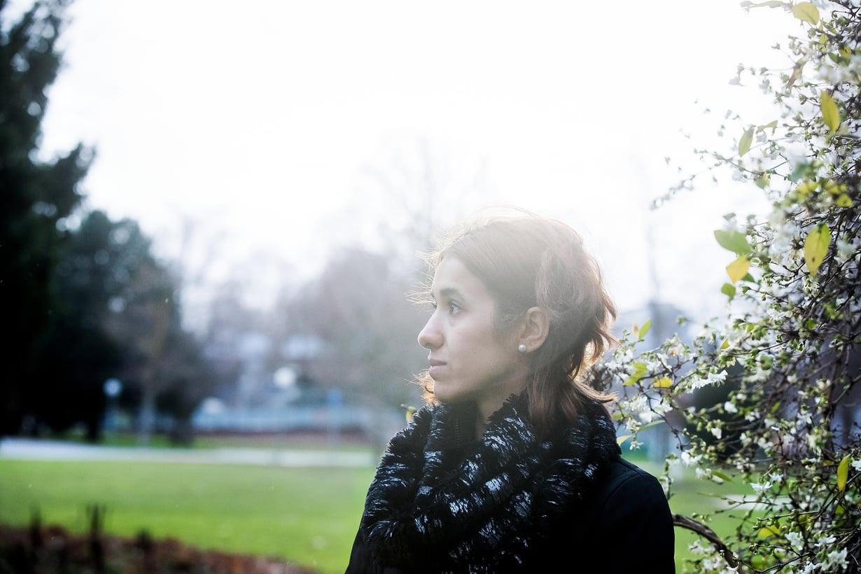 """Nadia Murad on asunut Saksassa jo kolmen vuoden ajan. """"Toivon, että voisimme joskus palata kotiseudullemme. Mutta helppoa se ei tule olemaan"""", Nadia sanoo. Kuva: Satu Kemppainen"""