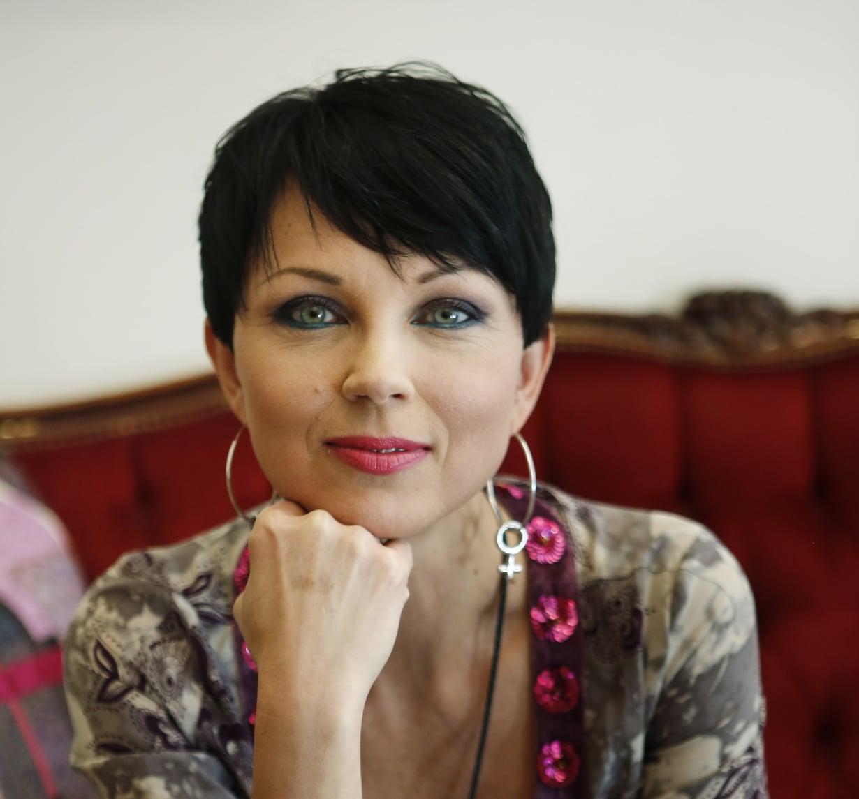 Katariina Sourille astrologia on tapa selittää elämää. Kuva: Leena Koskela