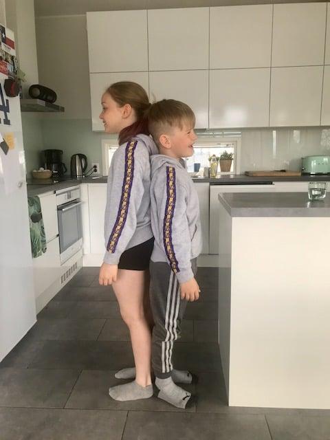 Ekaluokkalainen saa kohta isosiskon kiinni pituuskasvussa!