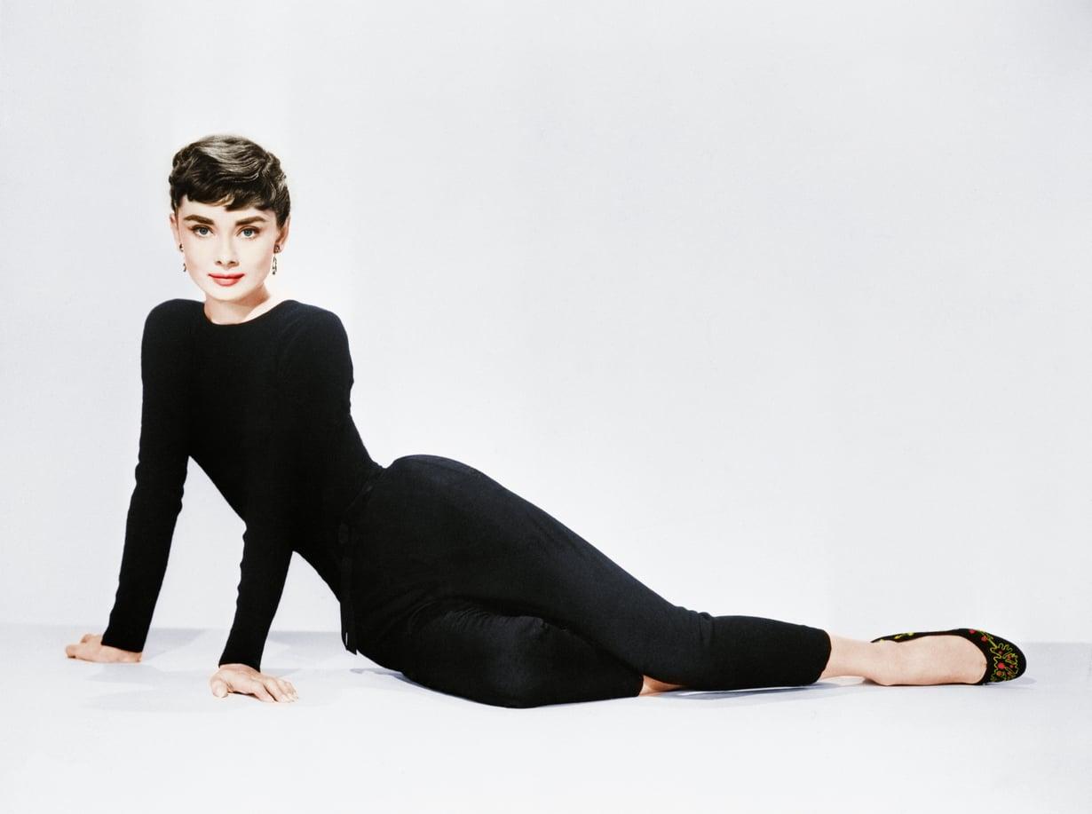 Kaikki tietävät muoti-ikoni Audrey Hepburnin, mutta osaatko nimetä hänen tyylinsä kulmakivet?