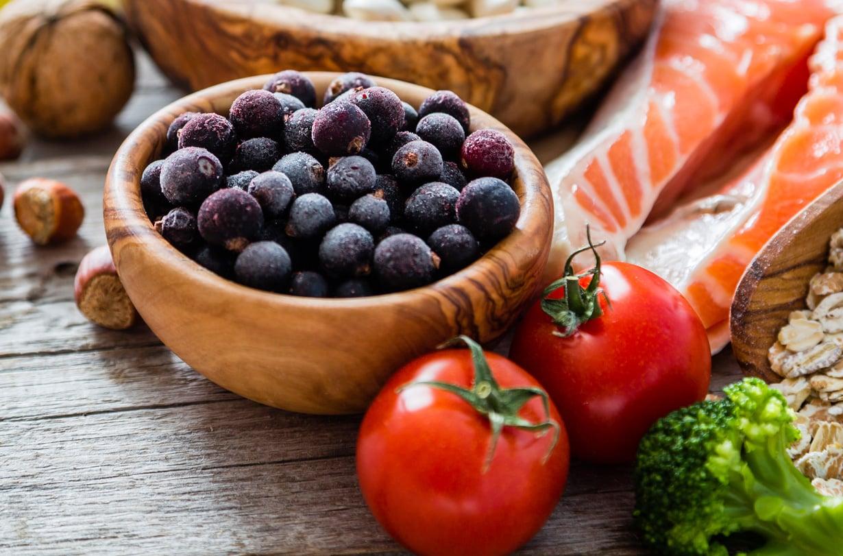 Marjat, kasvikset, pähkinät ja rasvainen kala rauhoittavat suolistoa.
