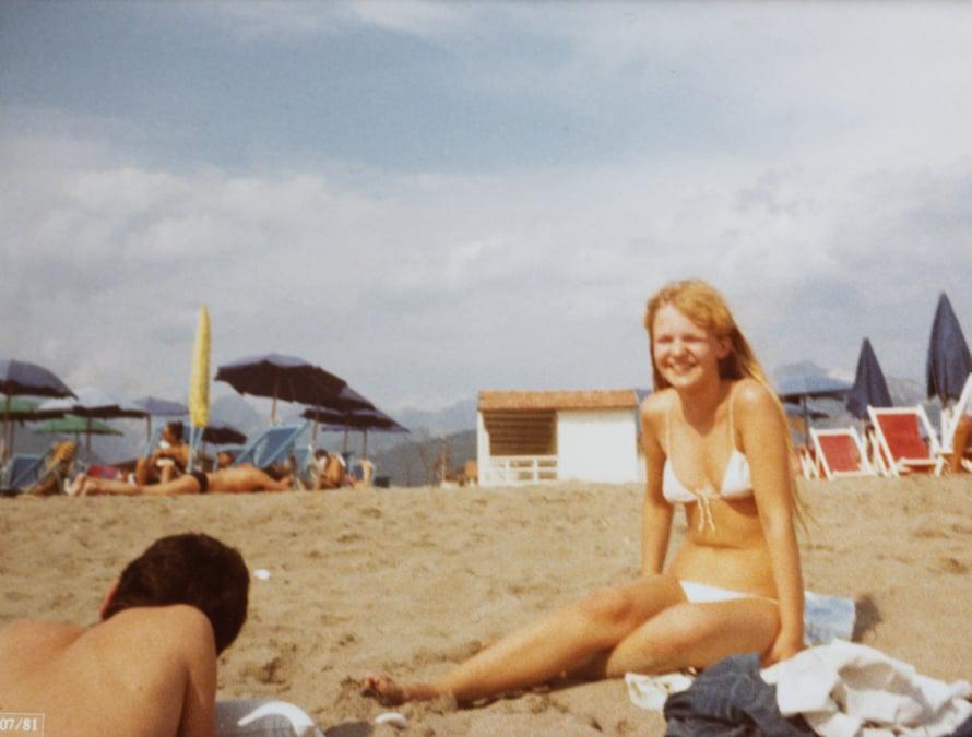 Italialaisella rannalla heinäkuussa 1981. Rakkaus Italiaan on vuosi vuodelta kasvanut.