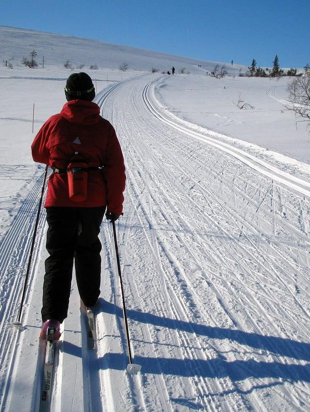 """Moni hiihtäjä on oppinut hitauden ja hetkiin tarttumisen arvon. Kuva: <span class=""""photographer"""">Jukka Gröndahl / Sanoma-arkisto</span>"""