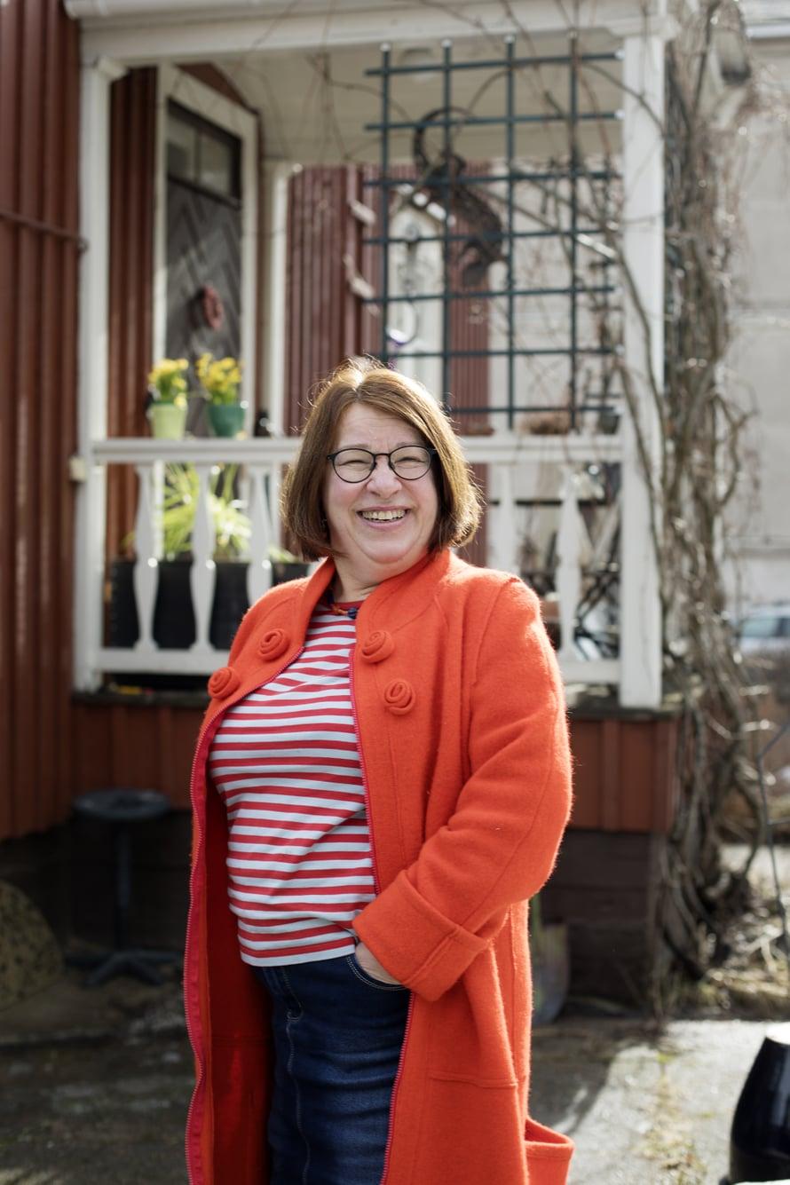 Ulla Reiterä-Paajanen sanoo, ettei ole edes harkinnut muuttoa kolmikerroksisesta kotitalostaan.