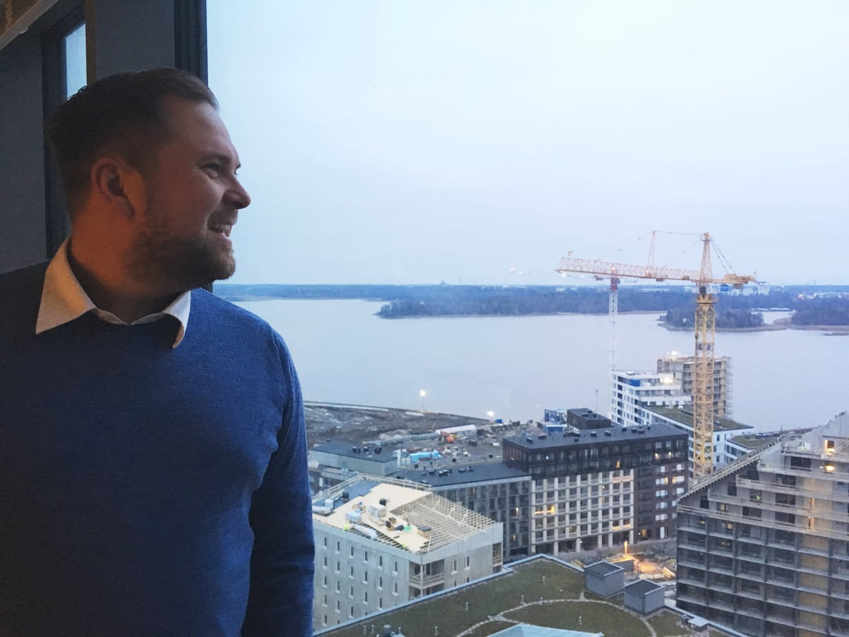 Sami Kankkunen on innoissaan uudesta asunnostaan. Maisema on kieltämättä oiva!