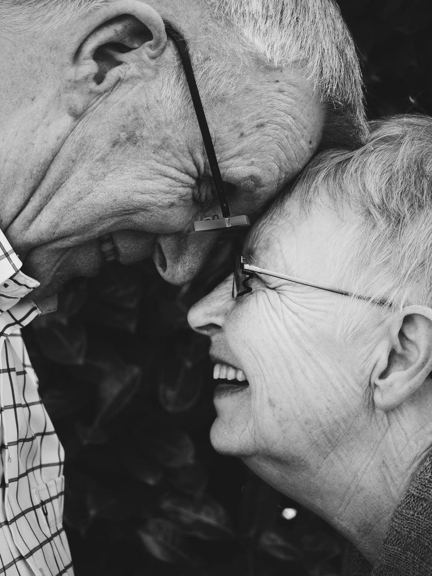 leskeksi jäänyt vanhempi alkaa seurustella