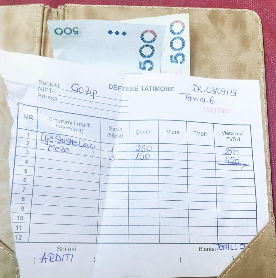 Kolme mezepalaa ja kuplavettä. 5,40 euroa.
