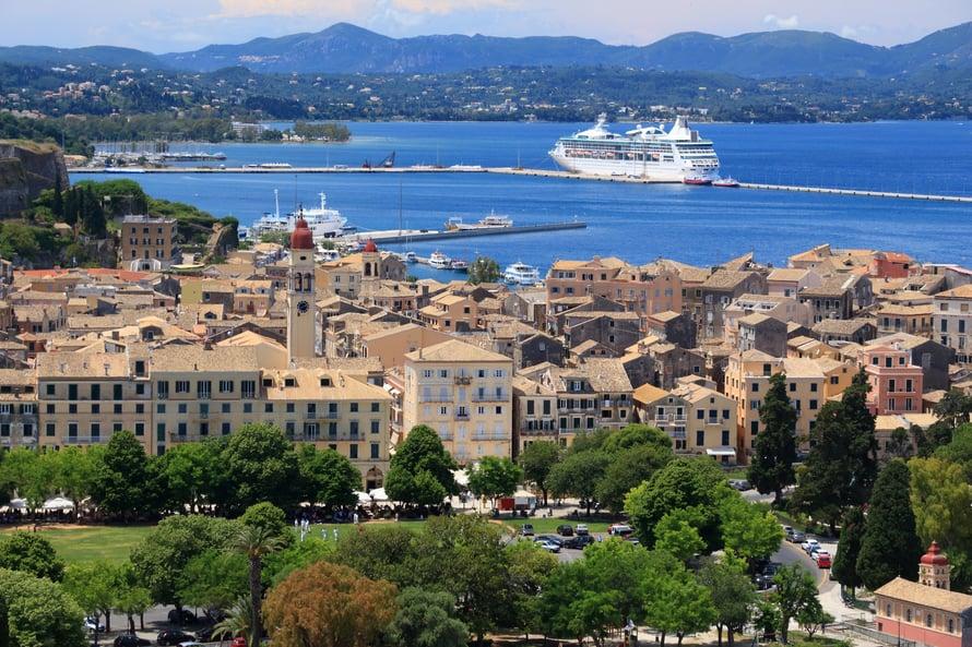Pittoreski Korfu muistuttaa hieman Italian kaupunkeja.